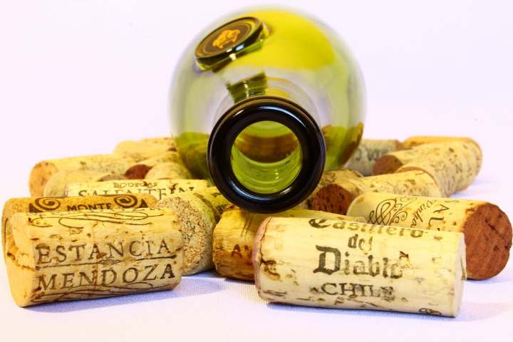 wine-stoppers-bottle-empty