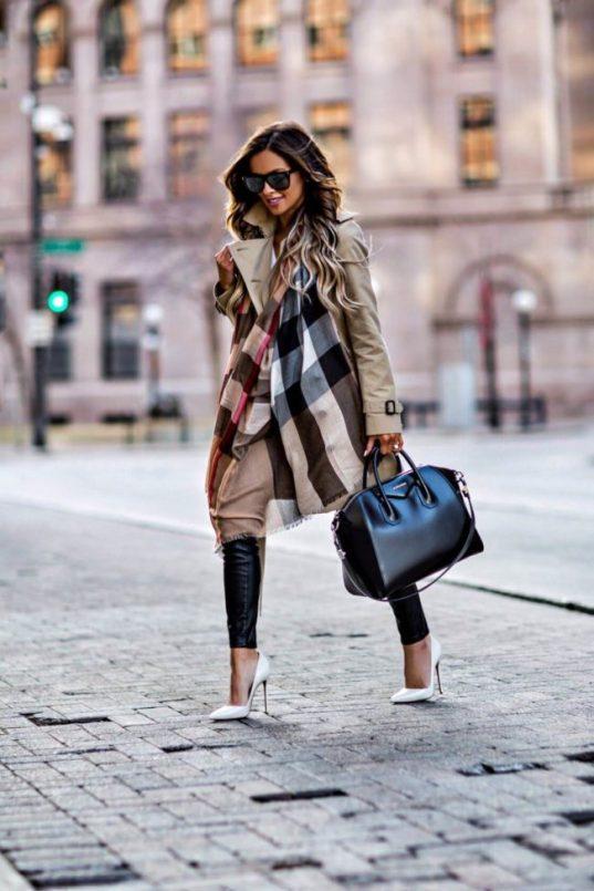 Fashion-blogger-burberry-scarf-650x975